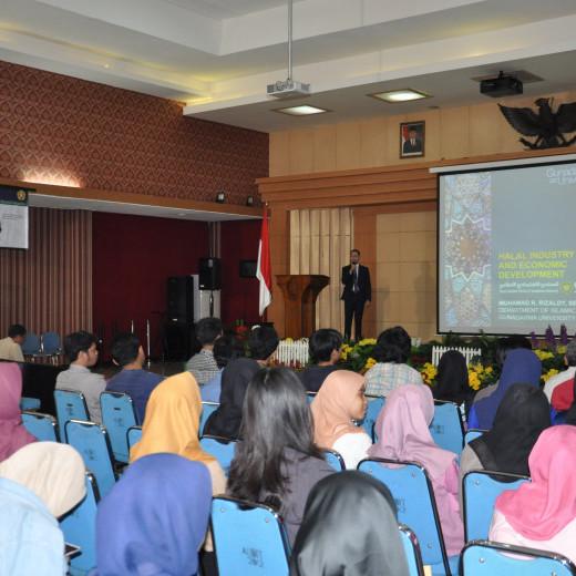 Seminar_ekonomi_syariah_(2).JPG